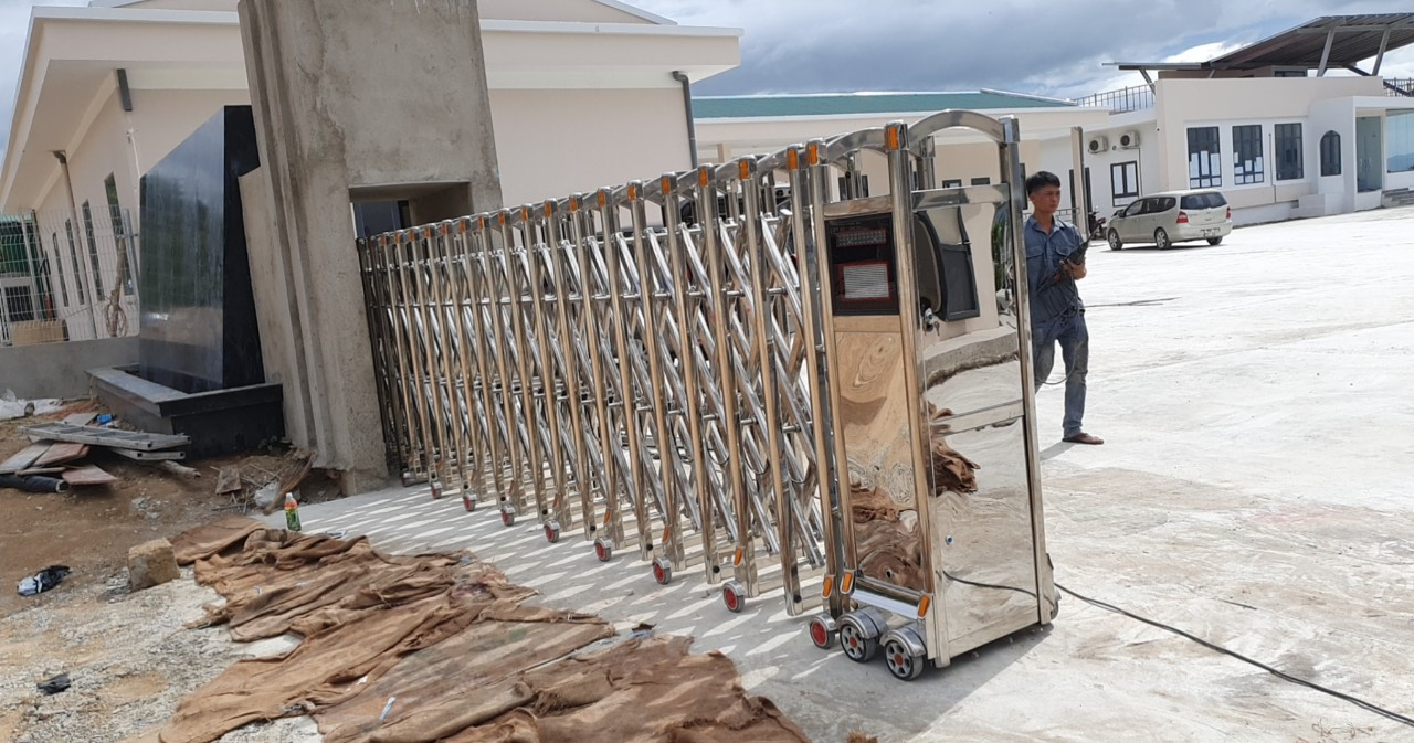 Công trình lắp cửa cổng xếp inox 304 tại Công ty POSCO - Công trình Bà Rịa - Vũng Tàu