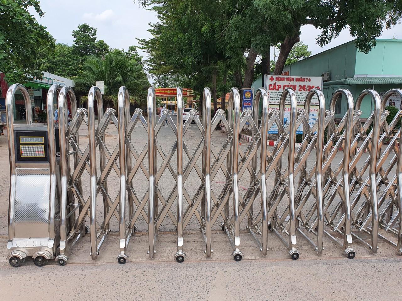 Công trình lắp cổng xếp và barie tại Cổng bệnh viện Quân Y Quân đoàn 4