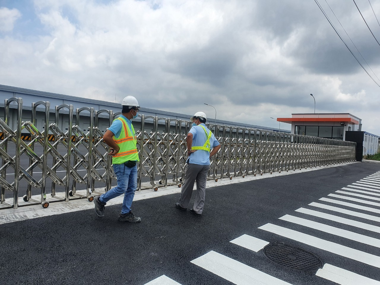 Công trình lắp cửa cổng inox 304 dài 40m tại Công ty Samil Địa chỉ: KCN Long Thành, Xã Tam An, Huyện Long Thành, Tỉnh Đồng Nai.